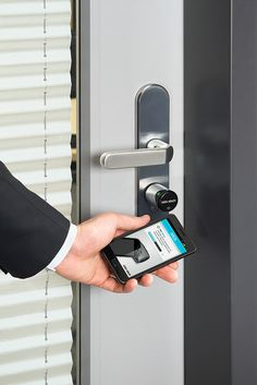 Unlock a door with your phone - Aperio Wireless by Assa Abloy
