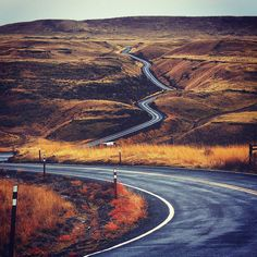Los zigzagueantes caminos que nos podemos encontrar al viajar. . Foto por @jessebowser .