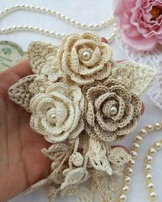 Diy Crafts - Crochet Tutorial Sweater Yarns 51 Ideas For 2019 Crochet Bouquet, Crochet Puff Flower, Crochet Flower Tutorial, Crochet Leaves, Crochet Flower Patterns, Love Crochet, Irish Crochet, Crochet Designs, Crochet Doilies