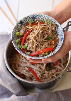 Japanese ramen noodles with hearty mushrooms & red peppers! Soy sauce, fish sauce, seasame seed oil makes this superfood noodle bowl delicious! Simple Noodle Soup Recipe, Easy Soup Recipes, Easy Dinner Recipes, Cooking Recipes, King Soba Noodles, Japanese Ramen Noodles, Buckwheat Noodles, Gluten Free Noodles, Ramen Noodle Recipes