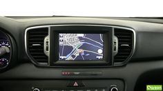 L' écran tactile est en couleur haute définition affichant les bâtiments en 3D. Recevez des informations en temps réel sur les conditions du trafic et les accidents. Il peut trouver les points d'intérêts en 10 langues.