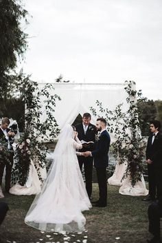 Moody outdoor winter wedding ceremony | Image by a sea of love