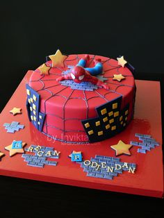Spiderman Cake Ideas for Little Super Heroes - Novelty Birthday Cakes Spiderman Cake Topper, Spiderman Birthday Cake, Spiderman Theme, Marvel Cake, Batman Cakes, Superhero Theme Party, Superhero Cake, Cupcakes, Cupcake Cakes