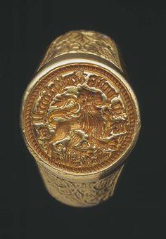Gold signet ring found at Raglan, 15th century