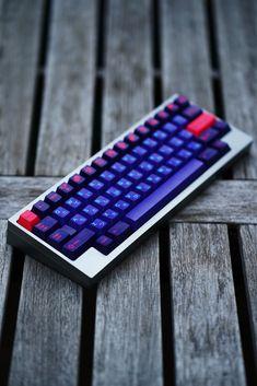 Keycap & Keyboard Photography Gaming Desk Setup, Gamer Setup, Computer Setup, Keyboard Keys, Computer Keyboard, Diy Mechanical Keyboard, Razer Gaming Mouse, Video Game Rooms, Key Caps