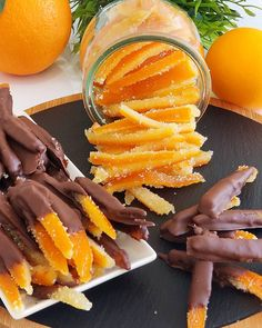 orange -Quarter cup of sugar -Half a glass of water clove g chocolate teaspoon of lemon juice Method; -Peel the orange peel and cut into strips. -Boil for 10 min to remove bi Baking Recipes, Snack Recipes, Dessert Recipes, Delicious Fruit, Tasty, Snacks Saludables, Good Food, Yummy Food, Dehydrated Food