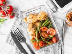 Hähnchen mit Pesto, grünen Bohnen und Tomaten Easy Cooking, Healthy Cooking, Healthy Snacks, Healthy Eating, Cooking Recipes, Healthy Recipes, Food To Go, Food And Drink, Law Carb