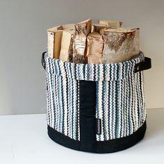 #ornamo #design #joulumyyjäiset #joulumyyjaiset #designjoulumyyjäiset… Loom Love, African Accessories, Textiles, Hand Embroidery, Diaper Bag, Hand Weaving, Upcycle, Diy And Crafts, Sewing