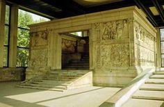 Ara Pacis Augustae; la sua costruzione fu decretata nel 13 a.C., dopo il ritorno vittorioso di Augusto sulla Spagna e la Gallia, ma fu inaugurato solo nel 9 a.C; realizzato in marmo lunense originariamente dipinto, si trovava in Campo Marzio. Attualmente è invece in prossimità del Tevere, dove è stato ricostruito nel 1938.  L'altare è costituito da un recinto quadrato posto su un basso podio avente due accessi.