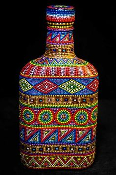 Decorative Bottles : puntillismo -Read More –my ideas Mosaic Bottles, Painted Glass Bottles, Glass Bottle Crafts, Wine Bottle Art, Diy Bottle, Decorative Bottles, Dot Art Painting, Mandala Painting, Mandala Art