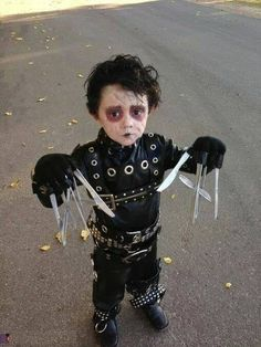 Looking for a creative Halloween costume for your kid? Check out these pop culture Halloween costumes. Some are DIY Halloween costumes and others take some skill, but they are all awesome! Diy Halloween, Homemade Halloween Costumes, Halloween Costumes For Kids, Halloween Clothes, Halloween Shops, Happy Halloween, Infant Halloween, Zombie Costumes, Halloween Couples