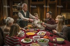 Generazione della famiglia Multi festeggia il giorno del Ringraziamento Foto di Stock 63759053 - iStock