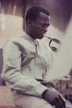 ♬♪♫ Ꭿℓℓ ƬᏲą৳ Ꮰąƶƶ ♫♪♬ ~ Miles Davis