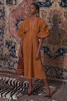 Johanna Ortiz Pre-Fall 2019 Modenschau , Johanna Ortiz Pre-Fall 2019 Fashion Show Johanna Ortiz Pre-Fall Runway-Looks, Schönheit, Modelle und Bewertungen.