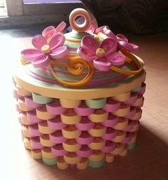 Beautiful quilled basket - Not done by me though.*QUILLING ~ this quilled basket will be perfect for the spring .Paper Art Trinket Box - Very Pretty! (wish I knew who created it? Neli Quilling, Paper Quilling Patterns, Origami And Quilling, Quilling Paper Craft, Paper Crafts, Quilled Roses, Quilling Comb, Quilling Ideas, Quilling Tutorial