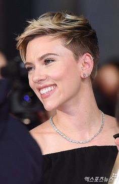 Best Trendy Pixie Undercut Hairstyles 2019 Page 14 of 33 Lead Hairstyles Undercut Pixie hairstyles Lead Page Pixie Trendy Undercut Short Pixie Haircuts, Short Hair Cuts, Pixie Cuts, Undercut Designs, Super Short Hair, Funky Hairstyles, Short Undercut Hairstyles, Undercut Pixie Haircut, Hairstyle Short