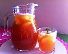 Tè nero freddo con menta e agrumi