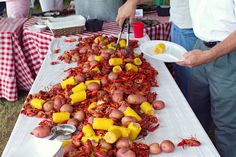 This summer, host a low country boil while the kids splash in the pool!  .....really??? Louisianians already do this! Still pinning this for the row of food down the middle of the table.