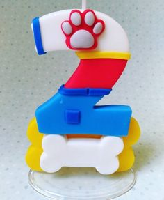 Ryder number fondant Torta Paw Patrol, Paw Patrol Party, Number Cake Toppers, Fondant Toppers, Clay Crafts, Diy And Crafts, Fondant Numbers, Biscuit Cake, Lego Birthday