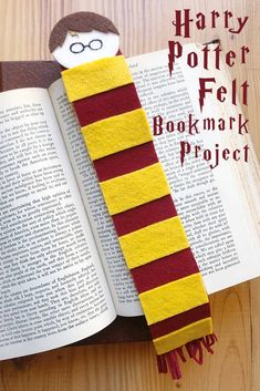 New Snap Shots harry potter Sewing projects Strategies Harry Potter Felt Bookmark Harry Potter Felt, Harry Potter Bookmark, Theme Harry Potter, Felt Crafts Diy, Felt Diy, Harry Potter Bricolage, Felt Bookmark, Anniversaire Harry Potter, Envelopes