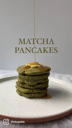 Matcha pancakes 🥞🍵Ingredients:1 cup oat flour 2 tbsp coconut sugar 1 tsp baking soda 1 tsp cinnamon 3/4 cup almond mik 1 tsp coconut oil 1 egg 1 tsp matcha