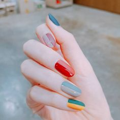 An elegant grown up version of adding a quirky and bright rainbow to your nails to add a bit of colour to your day , Alice make up a/ Beauty tip. 29 ideias de unhas que vão mudar seu conceito sobre nail art Cute Nails, Pretty Nails, Hair And Nails, My Nails, Nailart, Manicure E Pedicure, Manicure Ideas, Nagel Gel, Nail Inspo