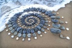 Land artist Jon Foreman creates stone art on the shores of the U. His rock arrangements are tributes to the beaches and waves for which they reside. Pebble Mosaic, Pebble Art, Mosaic Art, Stone Crafts, Rock Crafts, Land Art, Art Rupestre, Art Pierre, Rock Sculpture
