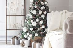 Need help decking the halls? Here are enough Christmas tree decoration ideas to make your home merry and bright for the holiday season. Little Christmas Trees, Christmas Tree Decorations, Holiday Decor, Christmas Ideas, Burlap Christmas, Christmas 2017, Christmas Time, Merry Christmas, Target Bedding