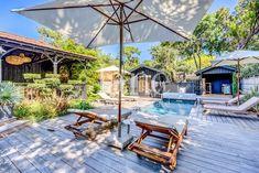 Villa à l'esprit ferret-capien | Agence Jane Wooden Cabins, Wooden Decks, Wooden House, Pool Activities, Outdoor Activities, Style Villa, Golf Theme, Garden Maintenance, Spirit