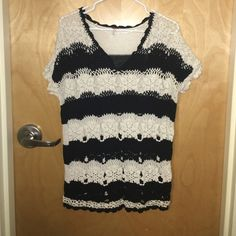 Free People sweater Free people black and white shirt sleeve sweater. Great for the summer with jeans shorts or the fall with skinny jeans and boots! Free People Sweaters Shrugs & Ponchos