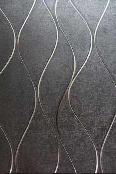 Modelo 701304. Color gris obscuro, con líneas en plata y oro. #Papeltapiz  #Tiendaenlinea #Decoracion