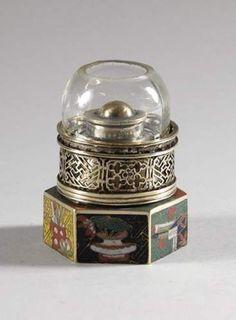 Petite lampe hexagonale en émaux cloisonnés et paktung.