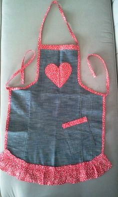Sewing Tips & Tutorials Men's Shirt Apron, Sewing Hacks, Sewing Crafts, Jean Apron, Cute Aprons, Denim Ideas, Denim Crafts, Sewing Aprons, Kids Apron