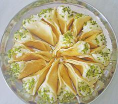 Atayef, ein tolles Rezept aus der Kategorie Mittlerer und Naher Osten. Bewertungen: 14. Durchschnitt: Ø 4,1.