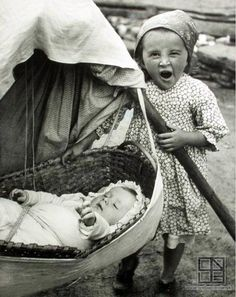 Slovakia - children in traditional costumes (vol. Vintage Photographs, Vintage Photos, Folk Costume, Costumes, Steve Miller Band, The Older I Get, Historical Pictures, Street Artists, People Around The World