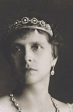 Sophie has also been loaned this button tiara, which she wore to a pre-wedding theatre event for the wedding of Prince Frederick of Denmark and Mary Donaldson in May 2004It is believed to be this tiara, which was owned by Prince Philip's mother Princess Alice of Greece:It seems especially fitting that Sophie should wear it since she and Edward will be Duke and Duchess of Edinburgh when the time comes. Curious that it has not made another public appearance since. I quite like it.