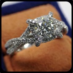 Venetian 5027 simply sparkles with its vintage inspired styling. Engagement rings by Verragio, unlike any other.