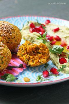 Süßkartoffel-Falafeln mit Avokado-Hummus und Granantapfel #vegan #lowfat #rezept #gourmetguerilla