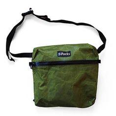 ULアウトドアギアをはじめ、米国から直輸入した厳選されたアウトドアギアの販売、ちょっとトクする山のプチ情報も配信しているショップです Simple Bags, Easy Bag, Men Looks, Crossbody Bag, Pouch, Packing, Diy Bags, Bag Design, Mini