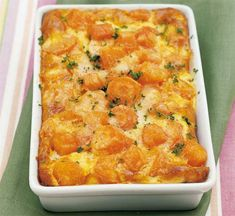 Clafoutis de carottes Weight Watchers - Plat et Recette - WW - The Best Vegetarian Recipes Vegetarian Recipes Videos, High Protein Vegetarian Recipes, Ww Recipes, Light Recipes, Dinner Recipes, Cooking Recipes, Healthy Recipes, Vegetarian Meals, Salad Recipes