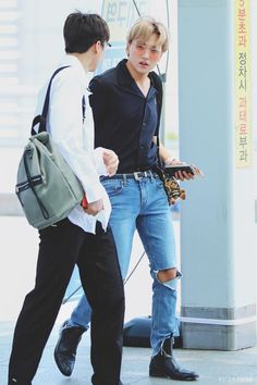 Ntc Dream, Jung Yunho, Nct Johnny, Mark Nct, K Idol, Kpop, Airport Style, Funny People, Taeyong