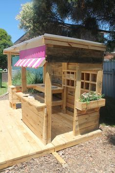 49 Easy Diy Playground-Projektideen für die Gartengestaltung Though ancient around thought, the particular pergola continues Kids Outdoor Play, Kids Play Area, Backyard For Kids, Garden Kids, Kids Room, Rustic Backyard, Outdoor Play Areas, Outdoor Play Kitchen, Backyard Bar