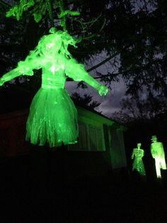 packing tape ghosts by HF member Intellagirl Halloween Goodies, Halloween Make, Outdoor Halloween, Halloween Ghosts, Halloween Ideas, Halloween Decorations, Haunted Diy, Ghost Light