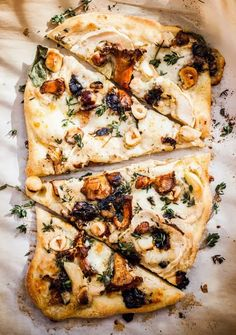 Square_Snaps Delicious Food Ideas (pizza with mushrooms, hazelnuts, cream sauce, two cheeses, thyme + sage) I Love Food, Good Food, Yummy Food, Pizza Blanca, Vegetarian Recipes, Cooking Recipes, Pizza Recipes, Mini Pizza, Pizza Pizza
