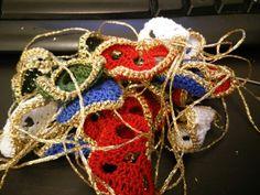 Pile of christmas tree hearts - http://pasjonforjul.se/wordpress/?p=4637 #julegave #håndarbeide #christmas #jul #christmaspresent