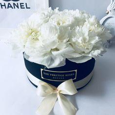 Comprar Peonias en Madrid - Floristeria Lujo de Caja de Rosas Madrid Madrid, Rose, Beauty, Shopping, Favors, Luxury, Seasons, Pink, Roses