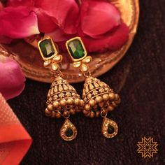 Witness Exceptional Gold Designer Jewelry from This Brand Gold Jhumka Earrings, Jewelry Design Earrings, Gold Earrings Designs, Gold Jewellery Design, Antique Earrings, Designer Jewelry, Antique Jewelry, Stud Earrings, Bijoux En Or Simple