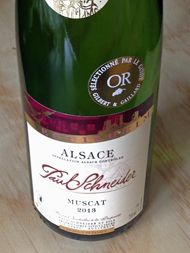 Two Muscatgrapes together gives you…….  Right… Cuvée Saint Urbain!  Delicious…  Read on…http://www.wijngekken.nl/2015/08/23/muscat-cuvee-saint-urbain-2013-ac-elzas-frankrijk/  #Alsace #wine #France #PaulSchneider #Domainealsace #Muscat