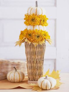 Add a touch of fall to your Thanksgiving table with elegant yet easy-to-make Thanksgiving centerpiece ideas. Including natural elements, candle displays, and more, these Thanksgiving decorations will be a highlight on your holiday table. Thanksgiving Table Centerpieces, Thanksgiving Home Decorations, White Pumpkin Centerpieces, Simple Centerpieces, Flower Centerpieces, Flower Decorations, Thanksgiving Ideas, Centerpiece Ideas, Fall Decorations