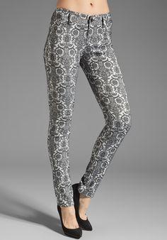Alice   Olivia 5 Pocket Skinny Jean in Grey/Black